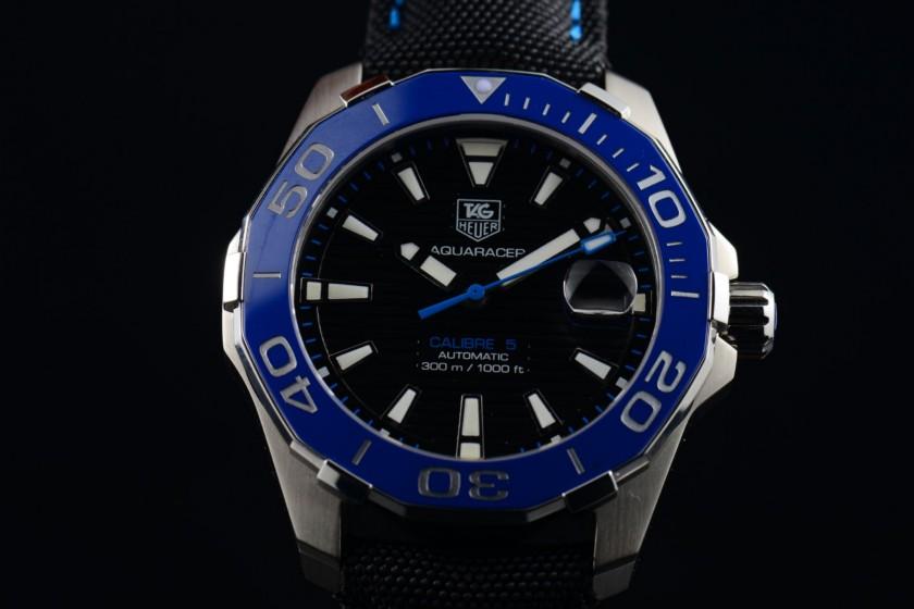 V6-TAG-Heuer-Aquaracer-300M-Calibre-5-Bl